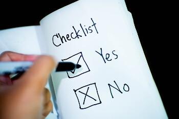 Eine Checkliste mit zwei Kästchen für Yes und No
